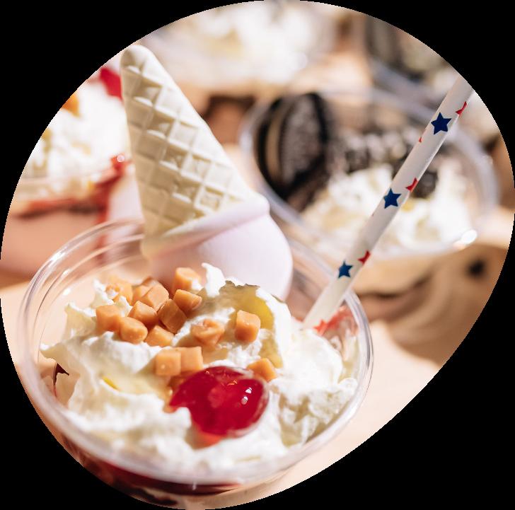 Heerlijke Cascara milkshake met slagroom en toppings