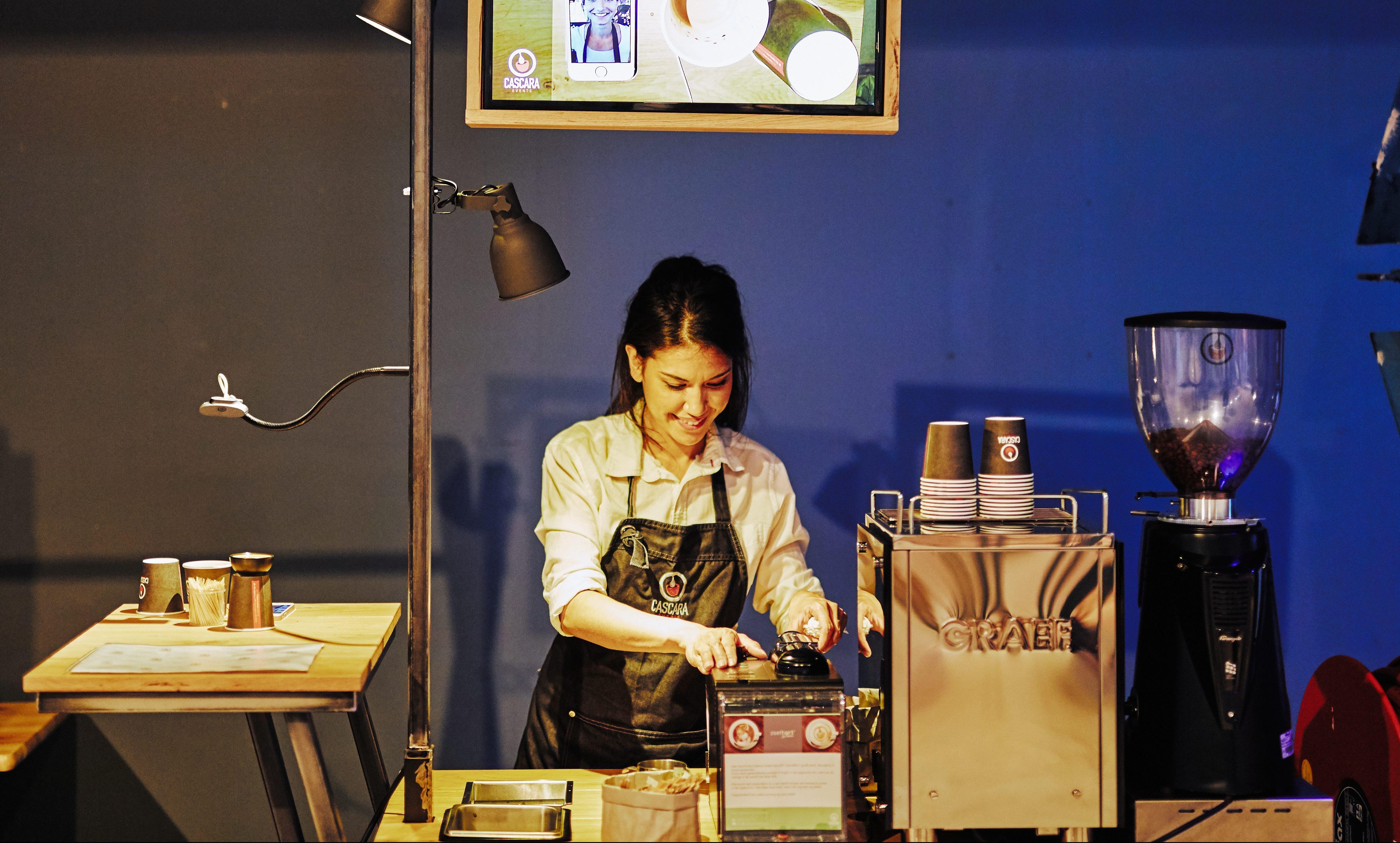 Exclusieve latte art wordt live door Emilie Zoethout gemaakt