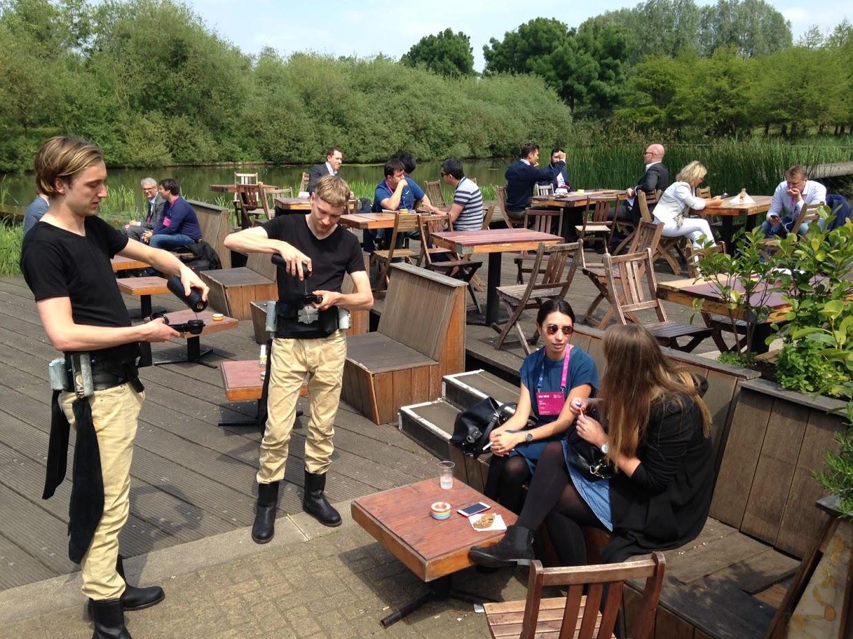 Onze espressomakers op een terras
