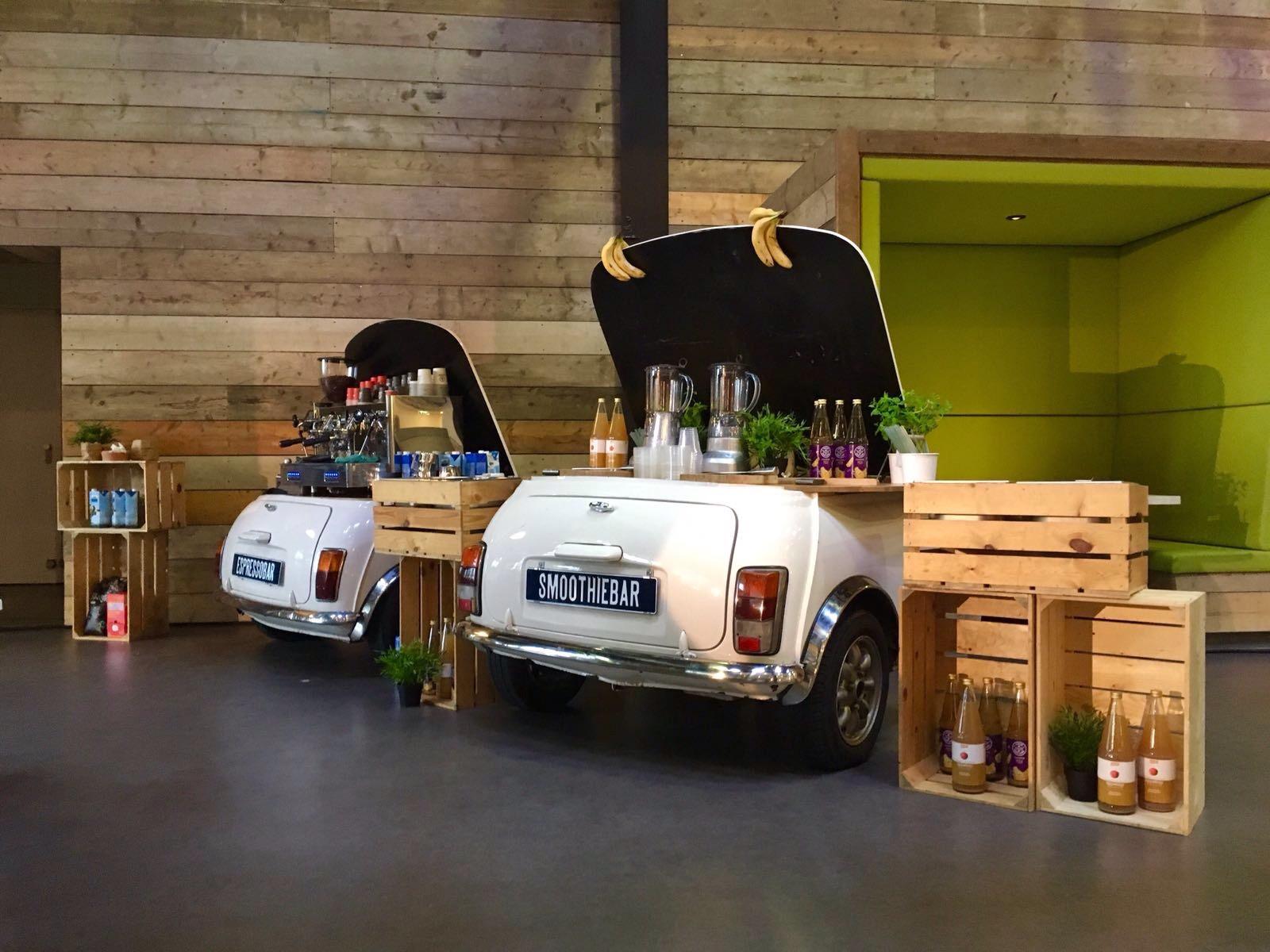Twee van onze mini bars voor smoothies en espresso's op een congres